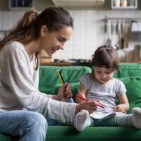 Няня для малыша — как не ошибиться с выбором?