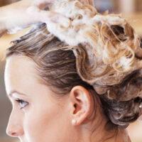 Ошибки при мытье головы, которые портят ваши волосы