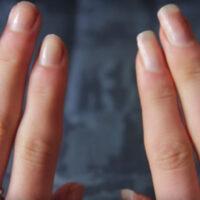 Если опустить ногти в эту смесь, через пару недель вы просто не поверите своим глазам!