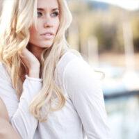 Блонд, да не тот: откуда берется желтизна и как с ней бороться