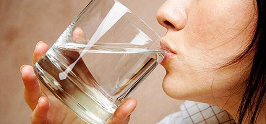 Кардиологи утверждают, что мы пьем воду не в то время. Вот когда надо!