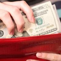 Приметы, которые буквально затащат деньги в ваш кошелек: не зря наши предки верили в это!