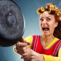 7 мужских фраз, которые неимоверно бесят женщин, или за что можно схлопотать скалкой